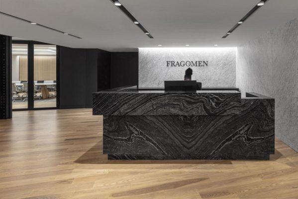 Fragomen, Reception Desk © Tom Sibley