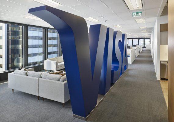 Visa, Logo Wall © Tom Arban